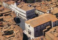 Perugia, Piazza Quattro Novembre