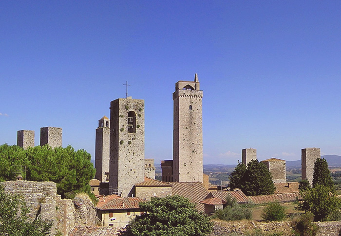 San Gimignano, between Siena en Firenze   The Complete Guide to Tuscany